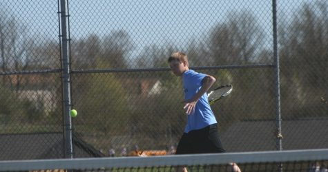 Three struggle through to Tennis Championships