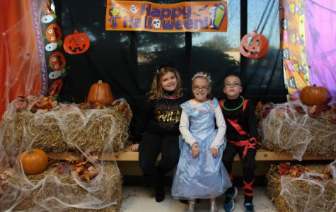 2015 Trick Or Treat Street Photo Booth [Photo Gallery]
