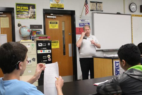 Interpreter Tom Skinner Helps FHN Students