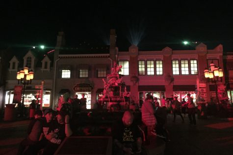 Six Flags Guests Enjoy Scares of Fright Fest [360 Video]