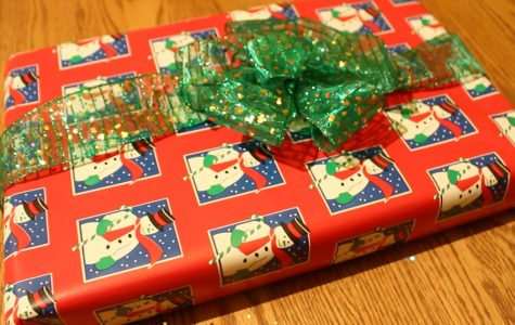 DIY How to Wrap a present and Tie a Bow