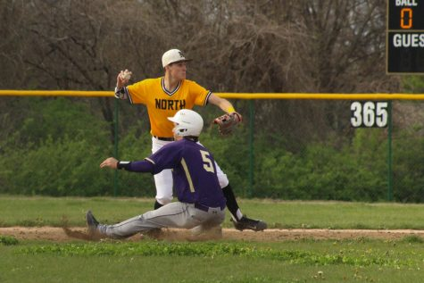 FHN Baseball Team Loses in First Game of Districts