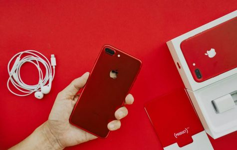 Apple Sells New Red iPhone 7 in Support of (RED)