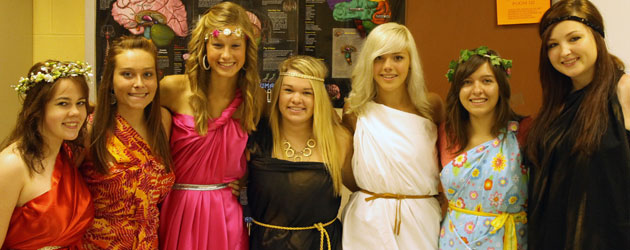 [Photo Gallery] 9-22 Toga Day/Black and Gold Day