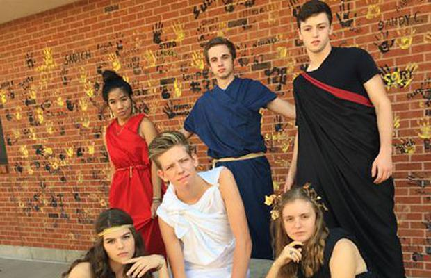 9-25 Black and Gold/Toga Day [Photo Gallery]