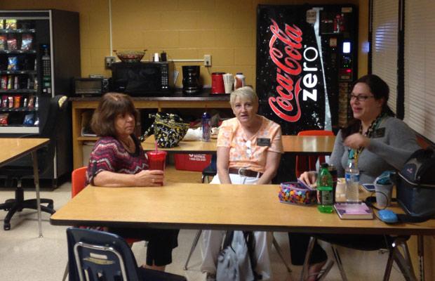 FHN Faculty eating in Teachers lunchroom. (bennett smallwood)