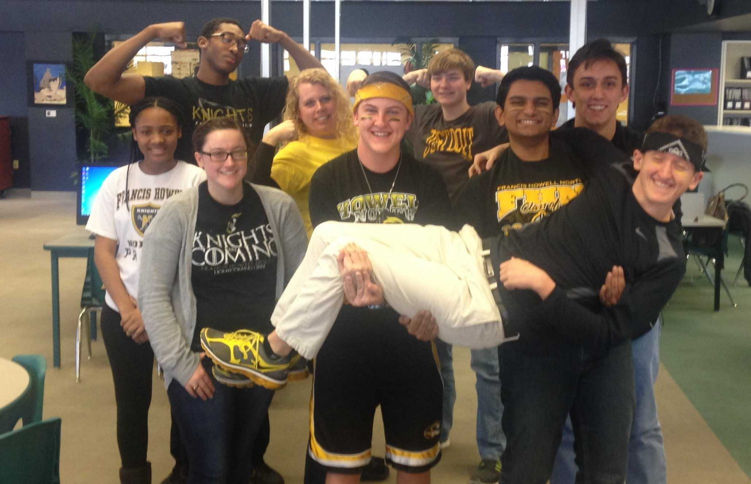 2-5 Black and Gold Day [Photo Gallery]