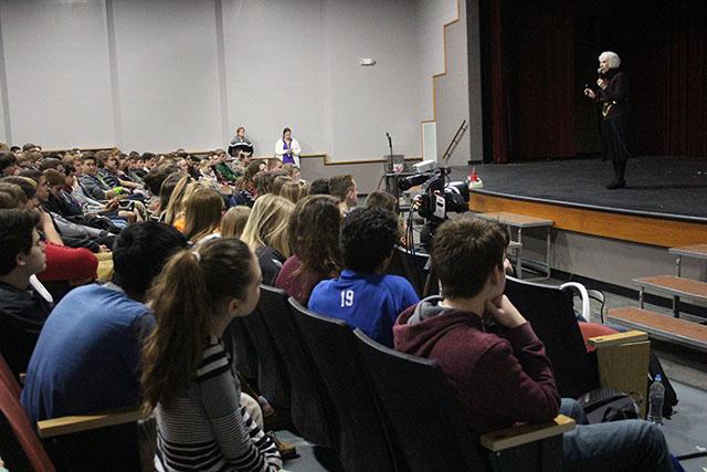 Holocaust Survivor Talks to Sophomores About Experiences