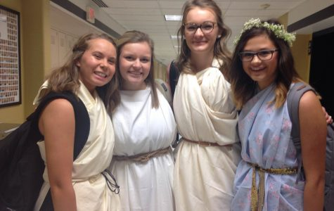9-29 Black and Gold/Toga Day [Photo Gallery]