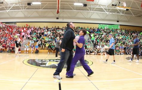 HC Pep Assembly – Teachers Play the Balloon Game [Video]