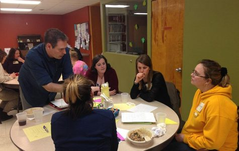 Steve Willott leads a group of teachers in a discussion at Southern Illinois University Edwardsville. (Photo submitted)