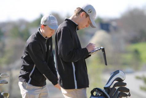 FHN players write down their scores during the round of golf.