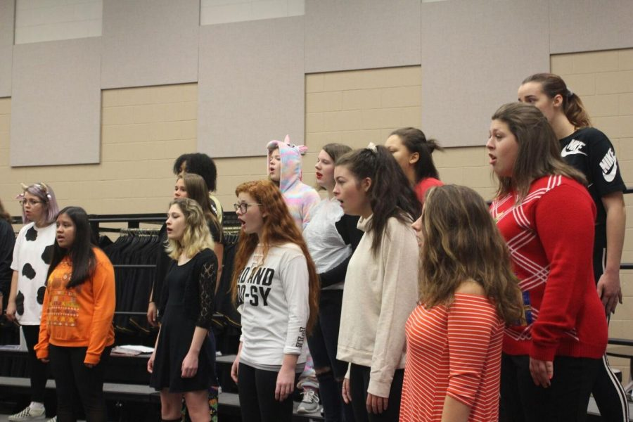 Bella Voce sings through their music for the New York trip they are funding for.