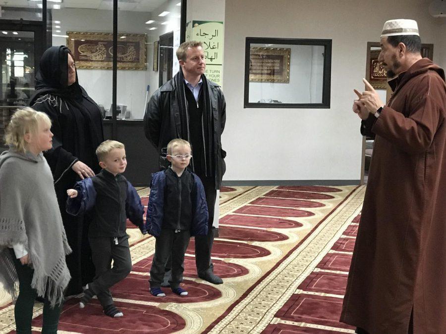 Principal+Nathan+Hostetler+Visits+a+Mosque