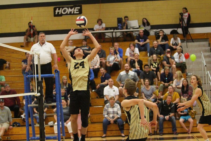 4-16 Boys Varsity Volleyball vs De Smet [Photo Gallery]