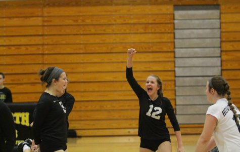 10-8 JV Girls Volleyball vs Holt [Photo Gallery]