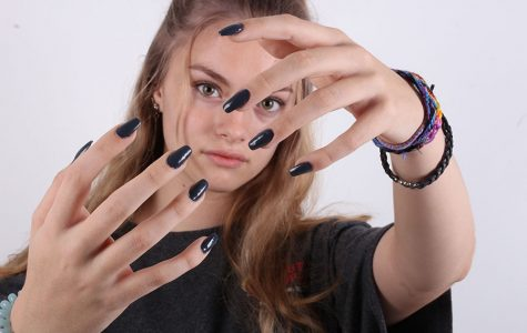 Sophomore Brianna Hennessey Does Nail Art