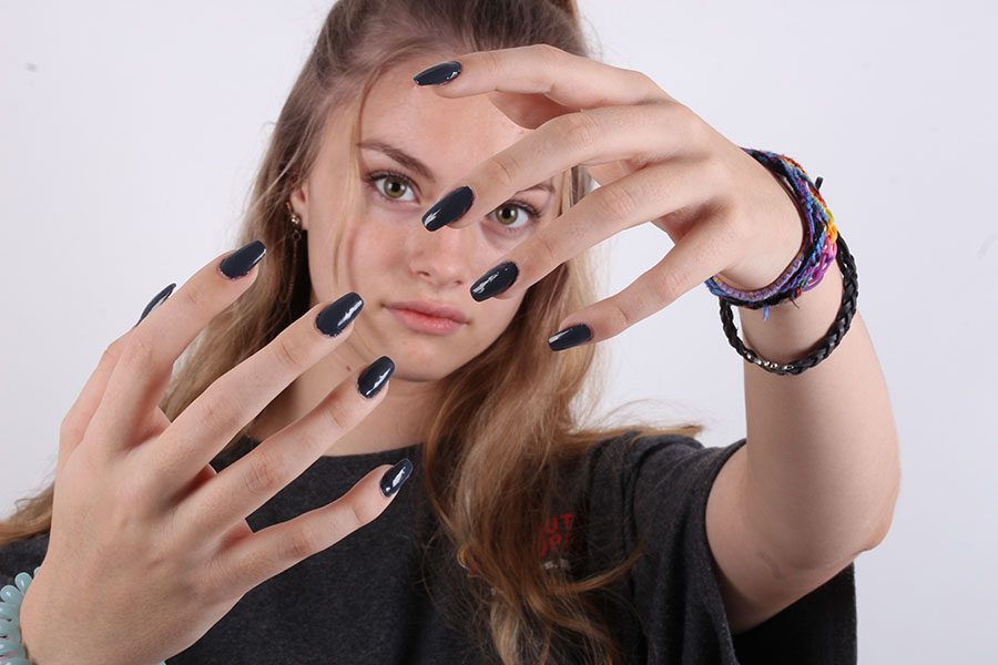 Sophomore+Brianna+Hennessey+Does+Nail+Art