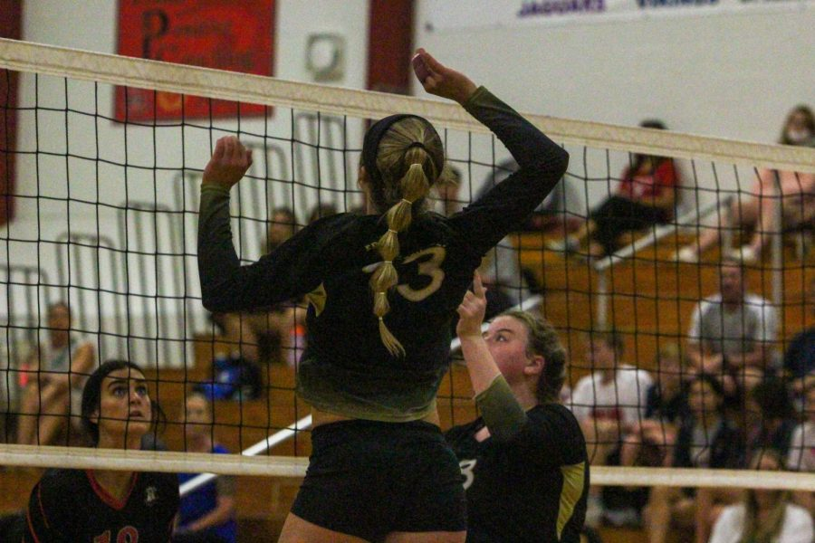 Varsity Girls Volleyball Loses to Fort Zumwalt South [Photo Gallery]