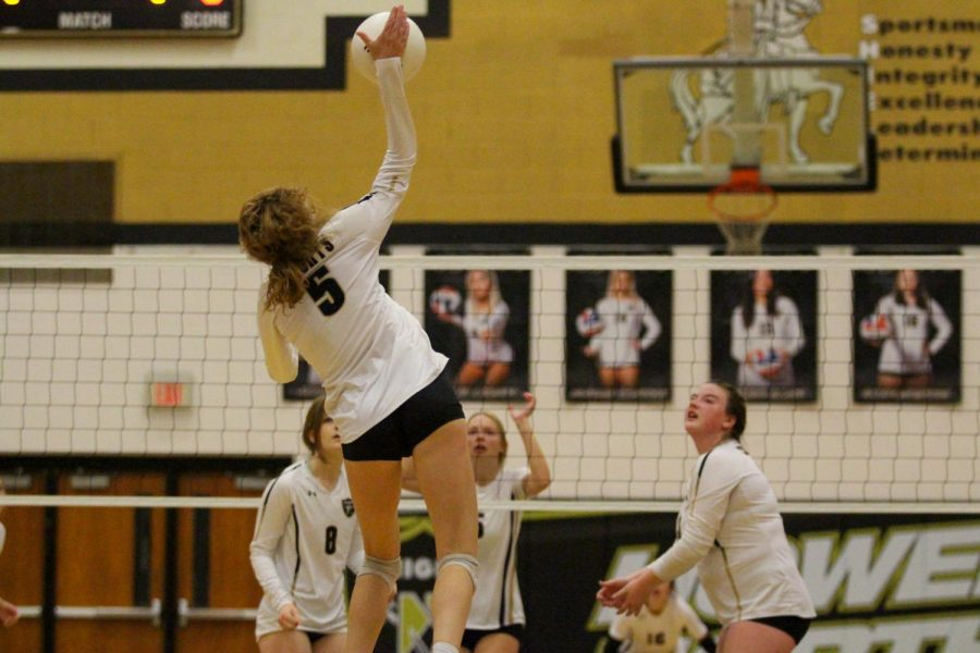 FHN Varsity Volleyball loses to Fort Zumwalt South 3-1