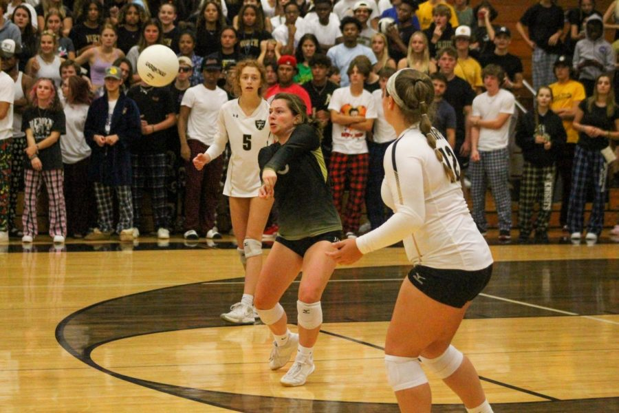 Varsity Girls Volleyball Falls to Francis Howell Central [Photo Gallery]