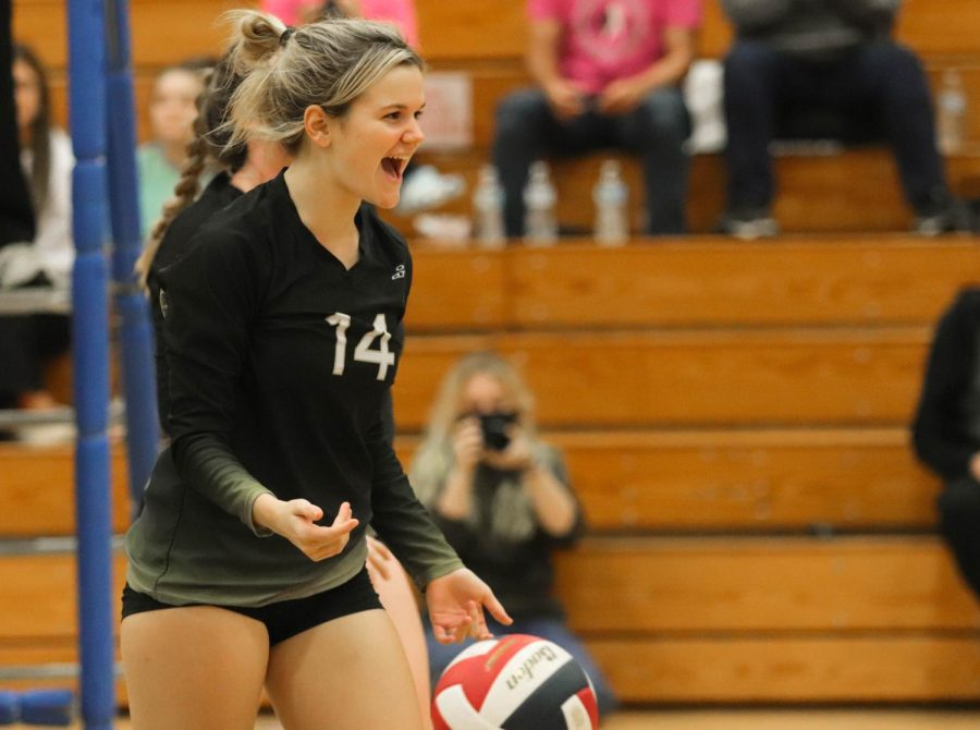 Varsity Girls Volleyball Falls to FHHS [Photo Gallery]