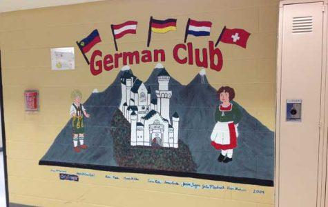 FHN German Club Hosts Oktoberfest