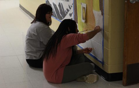 Mandy Knight Stays After School For Art Students Working On A Mural